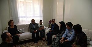 Başkan Tahmazoğlu, aileleri ziyaret etti