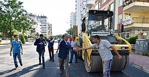 Başkan Uysal asfalt çalışmalarını yerinde denetledi