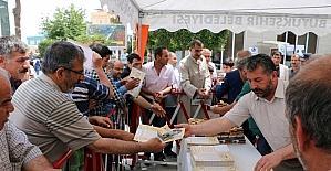Büyükşehir Belediyesinden vatandaşa hurma ikramı