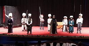Çocuklar 'İstanbul'un Fethi 1453' tiyatrosunu sahneledi