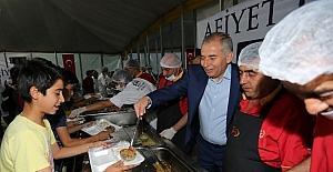 Denizli'de kurulan ilk iftara yoğun katılım