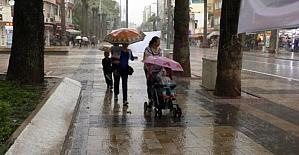 Denizli'de, sağanak yağış etkili oldu