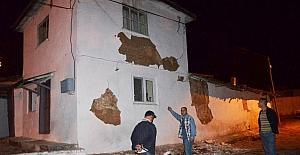 Depremde evi hasar gören vatandaşlar için çadır kuruldu