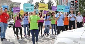 GAÜN'lü öğrencilerden Trafik Farkındalığı Projesi