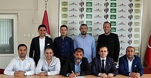 İnegölspor teknik direktörü Taşkın Güngör ile 12 saat sonra yollarını ayırdı
