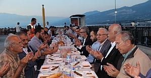 İskenderun'da iskelede ilk iftar yapıldı