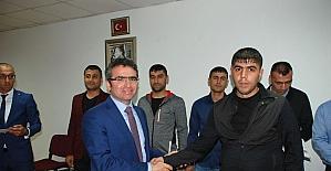 Kader mahkumlarının diploma sevinci
