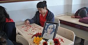 Kazada ölen genç kızları sınıf arkadaşları unutmadı