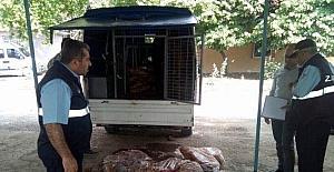 Kilis'te piyasaya kaçak olarak sürülmeye hazırlanan 1 ton tavuk eti ele geçirildi