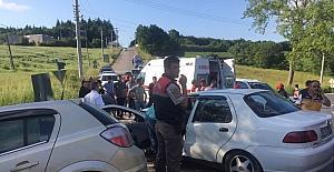 Kocaeli'de iki otomobil kafa kafaya çarpıştı: 4 yaralı