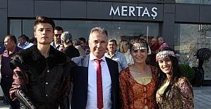Körfezin en büyük seramik mağazası Edremit'te açıldı