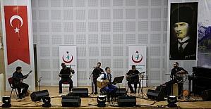 Kütahya'da sağlıkçıların türkü ve şiir gecesi