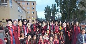 Mesleki ve Teknik Anadolu Lisesi'nde mezuniyet töreni sevinci