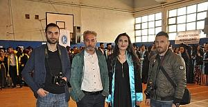 Mezun olan RTS öğrencilerine gazeteci ağabeylerinden sürpriz