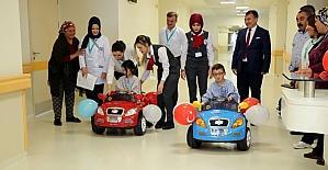 Minik hastalar ameliyata akülü arabayla gidiyor
