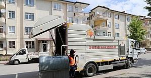 Niğde Belediyesi çöp konteynırlarını temizliyor