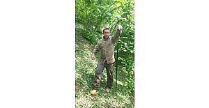 Öldürdüğü yılanla selfie çekti