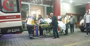 Sakarya'da otomobil kamyona çarptı: 2 yaralı