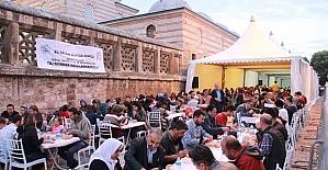 Selimiye'nin gölgesinde bin kişilik iftar
