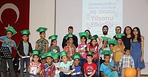 Suriyeli mülteci çocukların diploma sevinci