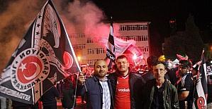 Tavşanlı'da Beşiktaş taraftarları şampiyonluğu kutladı