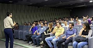 Üniversite adaylarına HKÜ'de seminer