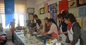 Üniversite öğrencilerinden ortaokul öğrencilerine 'Kendini Keşfet' projesi