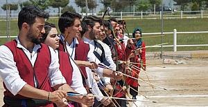 Üniversiteler Arası 2. Geleneksel Okçuluk Yarışması Uşak'ta başladı
