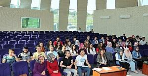 Üniversiteliler Başkan Ayaz'ı ziyaret etti