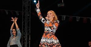 Ünlü pop sanatçısı Ece Seçkin...