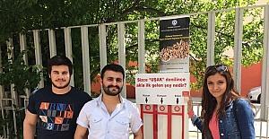 Uşak'ta oylar sigara izmariti panolarına atılıyor