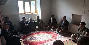 Vali Çınar'dan şehit korucunun evine taziye ziyareti