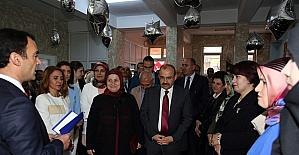 Vali İsmail Ustaoğlu, Halk Eğitim Merkezi yıl sonu sergisine katıldı