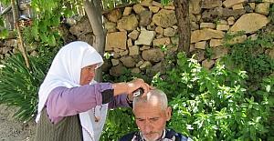 20 yıldır kocasını tıraş ediyor