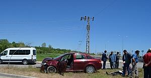 Adilcevaz'da iki otomobil kafa kafaya çarpıştı: 2 yaralı