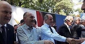 """Bakan Müezzinoğlu: """"Milletten korkanlar milletle beraber yürüyemeyenler, otobanların emniyet şeritlerinde yürümeye devam edeceklerdir"""""""