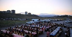 Başkan Büyükkılıç, Mahallemde İftar Var etkinliğinde 200 aile ile birlikte iftar yaptı