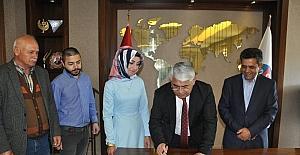 Başkan Karaçanta ilk kez gazeteci için imza attı