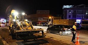 CHP'nin kamp alanın önünde bulunan yola tezek döküldü