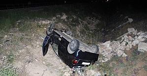 Karaman'da otomobil beton sulama kanalına çarparak şarampole takla attı: 5 yaralı
