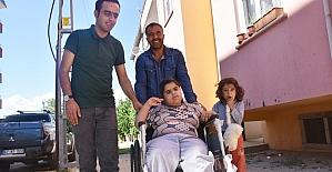 Tekerlekli sandalyesi çalınan engelli kız çifte bayram yaşadı