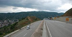 Tokat'ta heyelan tehlikesiyle kapanan yol ulaşıma açıldı
