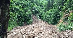 Trabzon'da yağışlar sonrası yaşanan heyelanlara ekipler müdahale ediyor