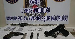 Uyuşturucu taciri polisten kaçamadı