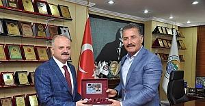Vali Çakacak'tan Başkan Tuna'ya veda ziyareti