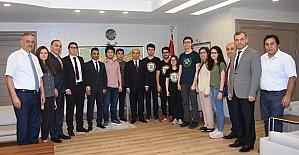 YGS'de ilk 100'e giren öğrenciler, başarılarını Vali Demirtaş ile paylaştı
