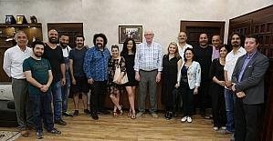 Başkan Kurt, Cenaze İşleri film ekibi ile buluştu