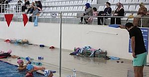 'Haydi Çocuklar Havuza' projesinde yüzme dersleri başladı