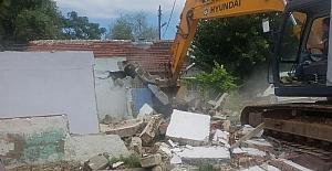 İlk etapta 27 ev yıkıldı