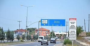 Köprüdeki yanlış tabelalar, sürücüleri şaşırtıyor